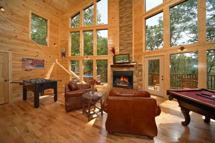snuggled inn 2 br gatlinburg cabin featuring an 18 foot