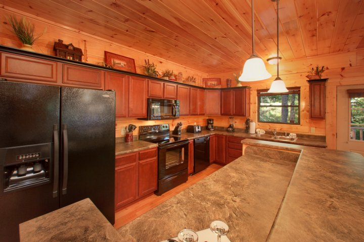 Brand New 4 Bedroom Luxury Cabin In A Gatlinburg Resort